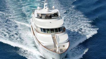 motor yacht charter (7)